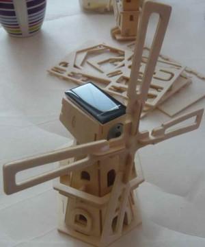 Stavebnice dřevěný větrný mlýn na solární pohon šestihranný